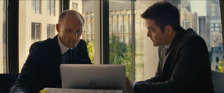 Dell laptop in JACK RYAN: SHADOW RECRUIT (2014) - Movie Product Placement