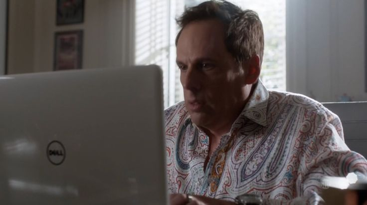 Dell laptop in RAY DONOVAN: THE TEXAN (2016) - TV Show Product Placement