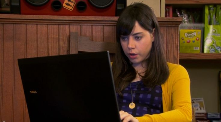 Dell laptop - PARKS AND RECREATION: WOMAN OF THE YEAR (2010) TV Show Product Placement