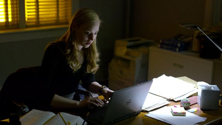 Dell laptop used by Deborah Ann Woll in DAREDEVIL: THE ONES WE LEAVE BEHIND (2015) TV Show Product Placement