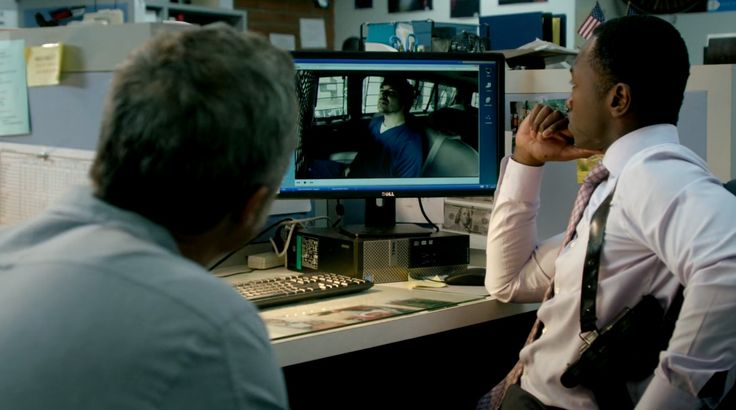 Dell monitor and computer in BOSCH: CHAPTER SIX: DONKEY YEARS (2015) TV Show Product Placement