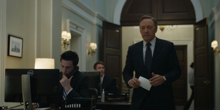 Dell monitor in HOUSE OF CARDS: CHAPTER 6 (2013) TV Show Product Placement