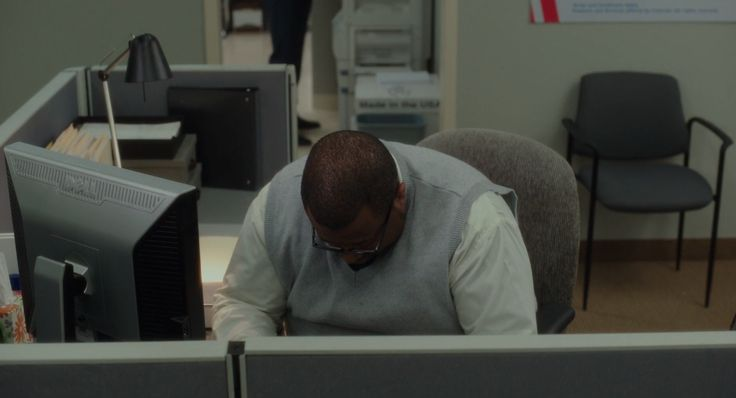 Dell monitor in THE BOSS (2016) - Movie Product Placement