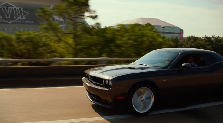 Dodge Challenger Car driven by Will Smith in FOCUS (2015) Movie Product Placement