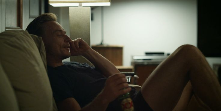Dos Equis beer drunk by Ben Daniels in HOUSE OF CARDS: CHAPTER 8 (2013) TV Show