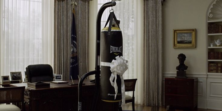 Everlast punching bag in HOUSE OF CARDS: CHAPTER 20 (2014) TV Show Product Placement