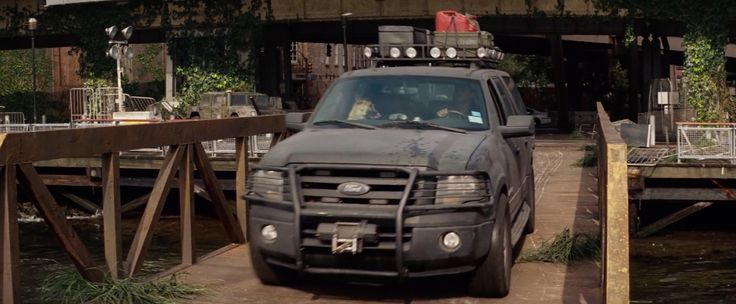 Ford Expedition EL Gen.3 (2007) SUV driven by Will Smith in I AM LEGEND (2007) - Movie Product Placement