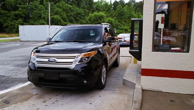 Ford Explorer in TAMMY (2014) Movie Product Placement