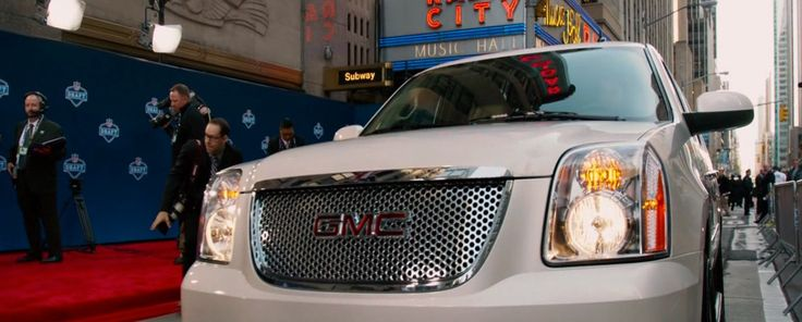 GMC Yukon in DRAFT DAY (2014) - Movie Product Placement