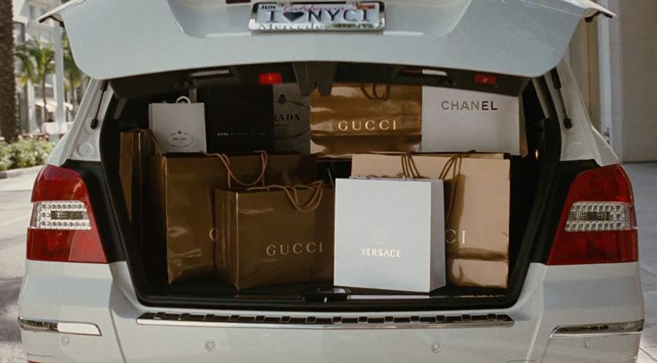 Gucci, Chanel, Versace, Prada and Marc Jacobs - Sex and the City (2008) Movie Product Placement