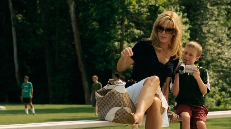 Gucci handbag and sunglasses used by Sandra Bullock in THE BLIND SIDE (2009) - Movie Product Placement