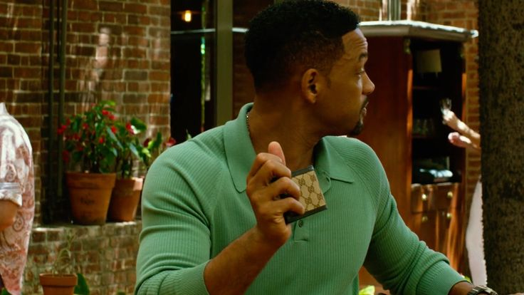 Gucci wallet used by Will Smith in FOCUS (2015) Movie Product Placement