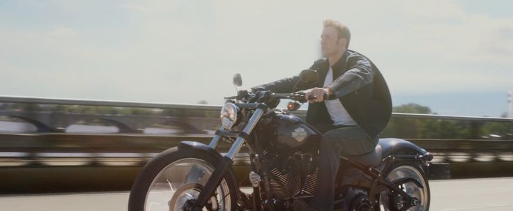 Harley-Davidson Softail Breakout Motorcycle driven by Chris Evans in CAPTAIN AMERICA: THE WINTER SOLDIER (2014) - Movie Product Placement