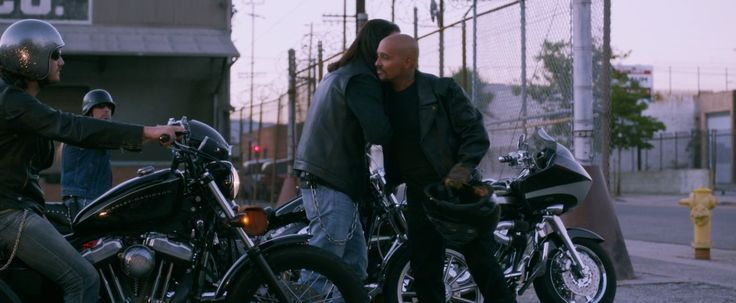 Harley-Davidson Sportster Nightster motorcycle in VERONICA MARS (2014) - Movie Product Placement