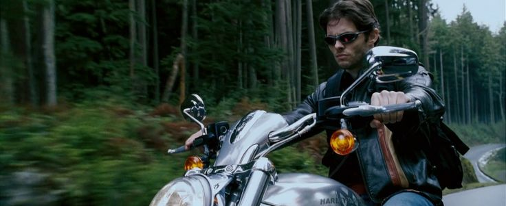 Harley-Davidson V-Rod 1130 Motorcycle driven by James Marsden in X-MEN: THE LAST STAND (2006) - Movie Product Placement