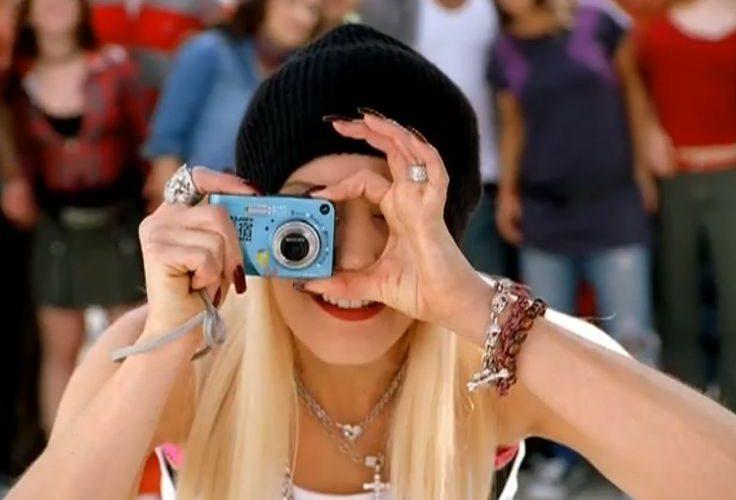 f872d5873245c HP photo camera – Gwen Stefani – Hollaback Girl