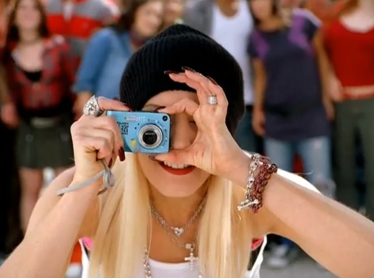 HP photo camera - Gwen Stefani - Hollaback Girl Official Music Video Product Placement