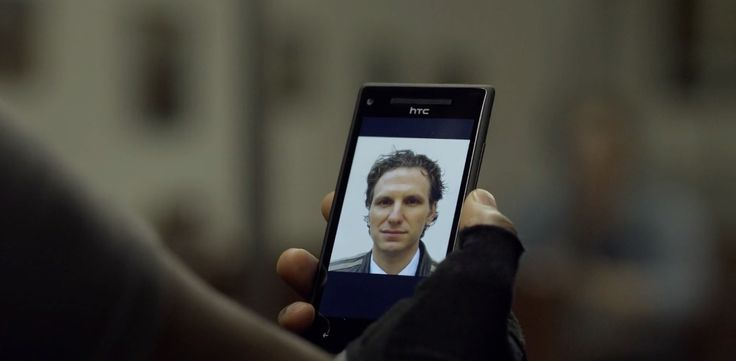 HTC 8X Android mobile phone in HOUSE OF CARDS: CHAPTER 16 (2014) TV Show
