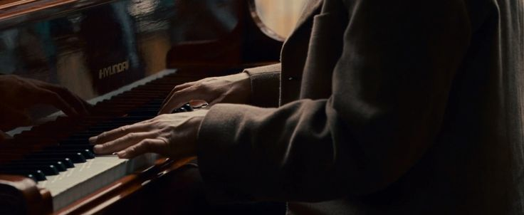 Hyundai piano played by Woody Harrelson in SEVEN POUNDS (2008) Movie Product Placement
