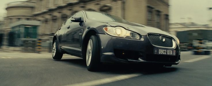 Jaguar XF [X250] driven by Emily Blunt in EDGE OF TOMORROW (2014) Movie Product Placement