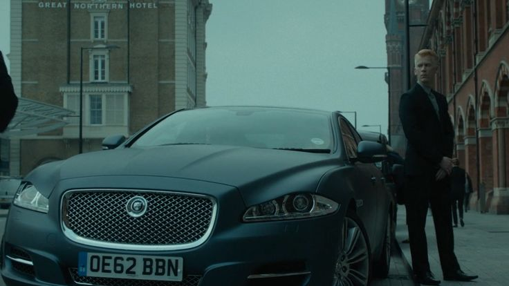 Jaguar XJ L [X351] car in GOOD PEOPLE (2014) Movie Product Placement