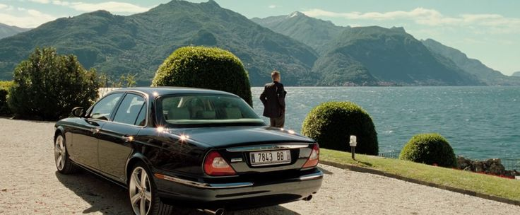 Jaguar XJ8 [X350] car driven by Jesper Christensen in CASINO ROYALE (2006) Movie Product Placement