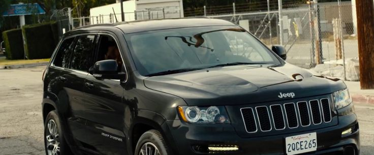 Jeep Grand Cherokee in WALK OF SHAME (2014) Movie Product Placement