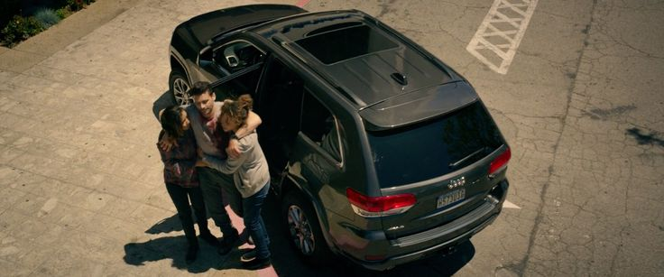 Jeep Grand Cherokee SUV in THE PURGE: ANARCHY (2014) Movie Product Placement