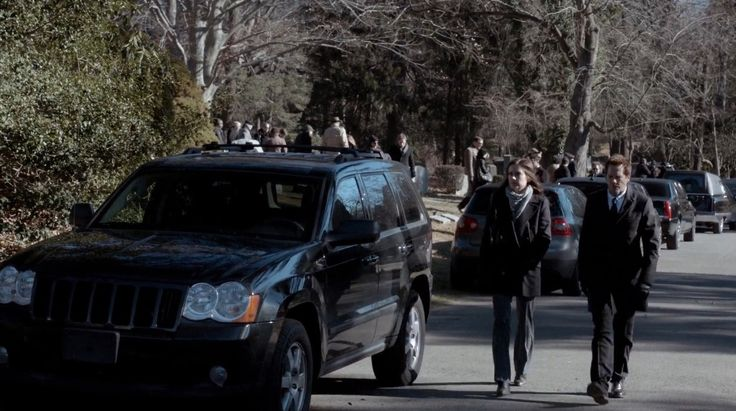 Jeep Grand Cherokee in THE FOLLOWING: THE MESSENGER (2014) TV Show Product Placement