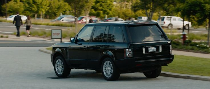 Land Rover Range Rover Series III (2010) - IRON MAN 3 (2013) Movie Product Placement