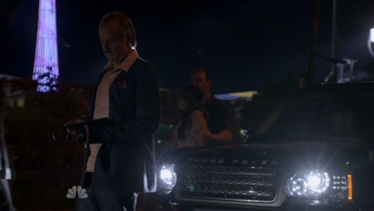 Land Rover Range Rover Series III in THE BLACKLIST: MONARCH DOUGLAS BANK (2014) TV Show Product Placement
