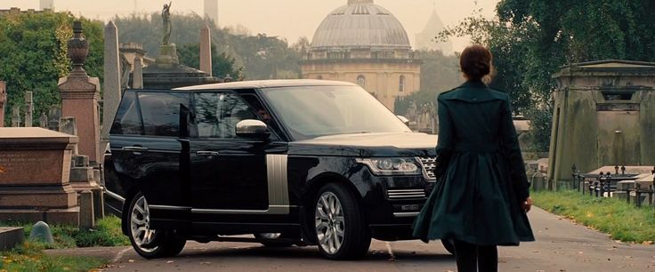Land Rover Range Rover Series IV (2013) SUV in MISSION: IMPOSSIBLE - ROGUE NATION (2015) Movie Product Placement