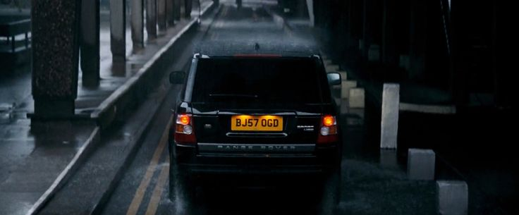 Land Rover Range Rover Sport SUV in QUANTUM OF SOLACE (2008) Movie Product Placement