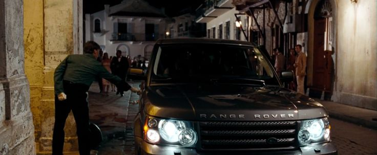 Land Rover Range Rover Sport SUV driven by Daniel Craig in QUANTUM OF SOLACE (2008) Movie Product Placement