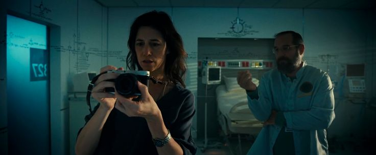 Leica camera in Independence Day: Resurgence (2016) Movie Product Placement