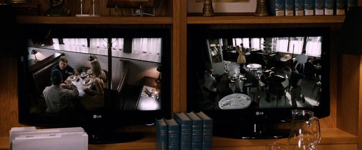 LG monitors in KNIGHT AND DAY (2010) Movie Product Placement