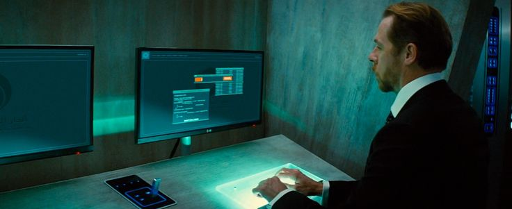LG monitors used by Simon Pegg in MISSION: IMPOSSIBLE - ROGUE NATION (2015) Movie Product Placement