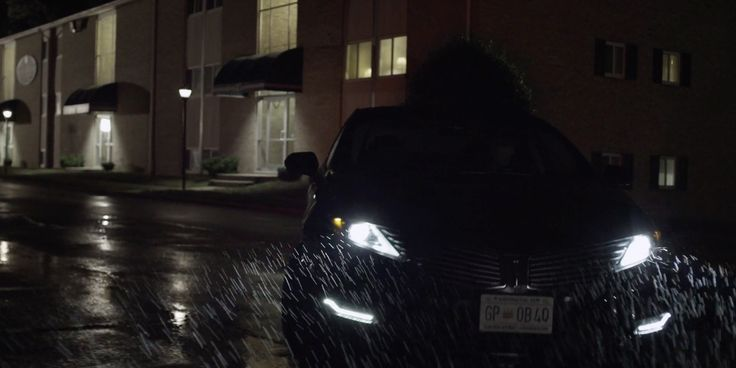 Lincoln MKZ car driven by Michael Kelly in HOUSE OF CARDS: CHAPTER 24 (2014) TV Show Product Placement