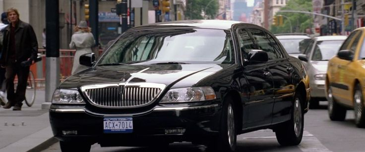 Lincoln Town Car in NATIONAL TREASURE (2004) Movie Product Placement