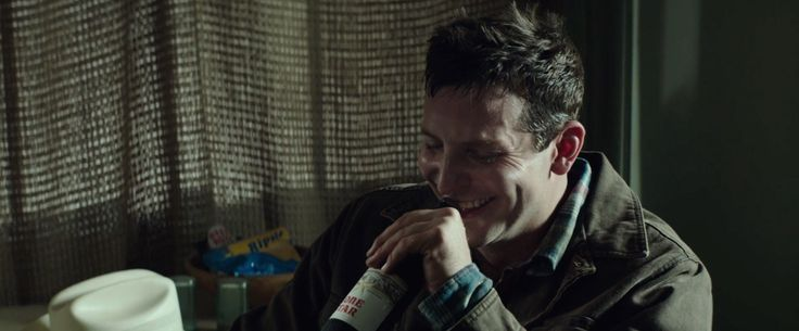 Lone Star beer drunk by Bradley Cooper in AMERICAN SNIPER (2014) Movie Product Placement