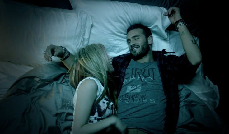 Marc Jacobs t-shirt in WHAT THE HELL by Avril Lavigne (2011) Official Music Video Product Placement