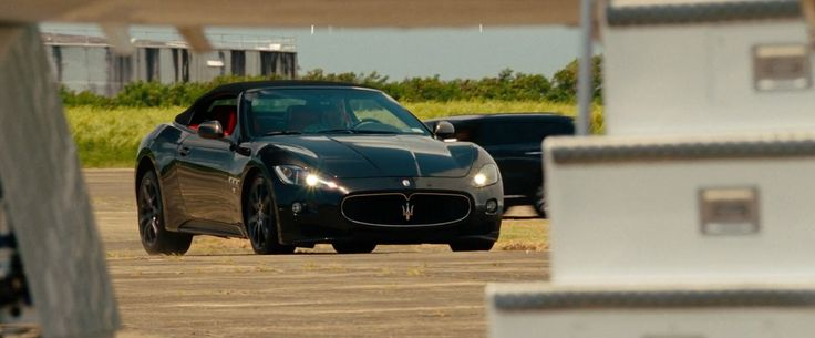 Maserati GranTurismo Convertible car driven by Ben Affleck in RUNNER RUNNER (2013) Movie Product Placement
