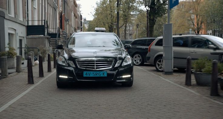 Mercedes-Benz E200 CDI [W212] car in THE FAULT IN OUR STARS (2014) - Movie Product Placement