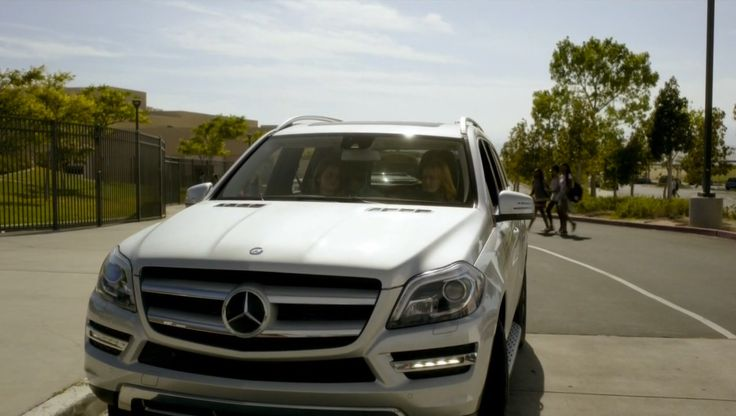 Mercedes-Benz GL [X166] driven by Paula Malcomson in RAY DONOVAN: VOLCHECK (2014) TV Show Product Placement