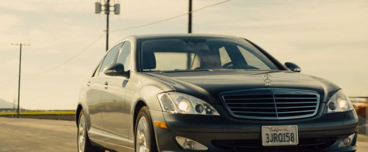 Mercedes-Benz S550 [W221] car in CONCUSSION (2015) Movie Product Placement