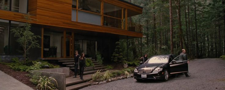Mercedes-Benz S550 [W221] in TWILIGHT: BREAKING DAWN - PART 2 (2012) Movie Product Placement