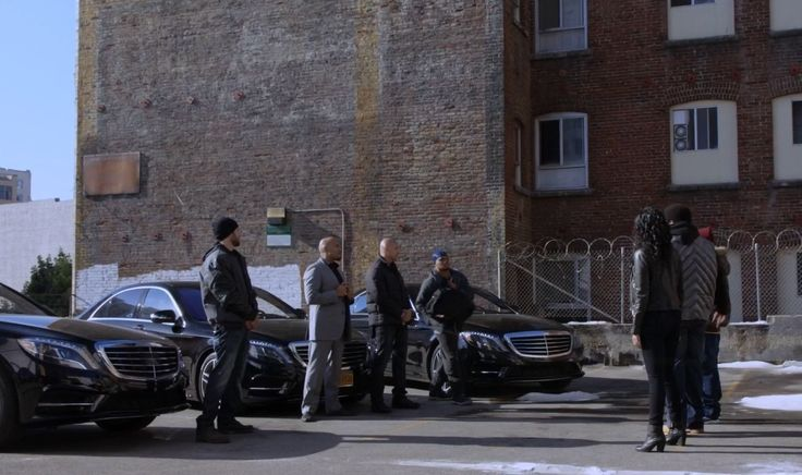 Mercedes-Benz S550 [W222] cars in BROOKLYN NINE-NINE: THE PONTIAC BANDIT RETURNS (2014) TV Show Product Placement