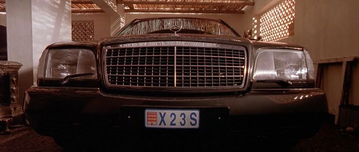 Mercedes-Benz S600 [W140] car driven by Jason Statham in THE TRANSPORTER (2002) - Movie Product Placement