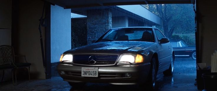 Mercedes-Benz SL500 [R129] car driven by Julianne Moore in MAGNOLIA (1999) Movie Product Placement
