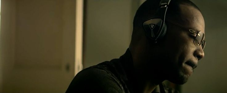 Monster DNA headphones worn by Juicy J in BOUNCE IT (2013) - Official Music Video Product Placement